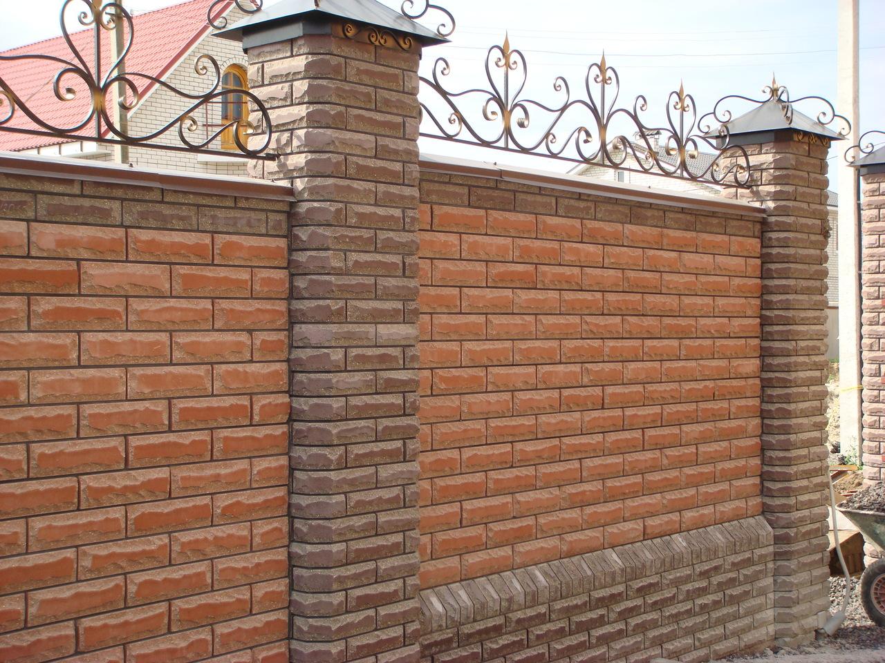 Забор из лицевого кирпича