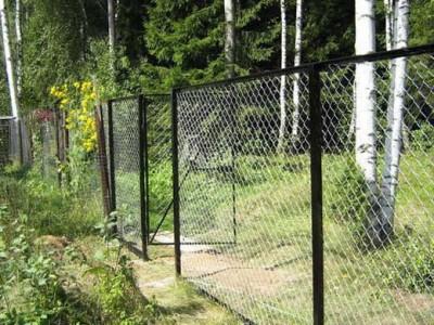 Калитка в заборе из сетки