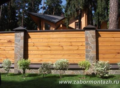 комбинированный забор - дерево и натуральный камень